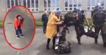 แม่พร้อมลูกสาววิ่งเข้ากอด สามีทหาร ซึ่งไม่ได้กลับบ้านมานาน แต่เพิ่งรู้ตัวว่าลูกชายหายไป
