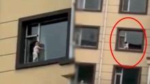 เสียววาบ! ระทึกเด็กน้อยหัดเดิน ปีนขอบหน้าต่างตึก 5 ชั้น ไต่เล่นไปมาหัวใจจะวาย!