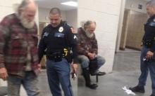 มีคนแจ้งให้มาจับชายจรจัด แต่พอตำรวจมาถึงกลับไม่จับ!! แต่ทำในสิ่งที่ใครเห็นต้องอึ้ง?