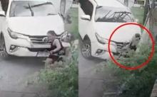 เผยคลิปนาทีชีวิต!! หญิงยืนริมถนน ถูกรถชนร่างอัดรั้วบ้าน รอดตายปาฏิหาริย์? (มีคลิป)