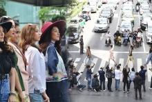 ดราม่าไหมล่ะ!!! นางสาวไทยเดินแบบกลางสี่แยกราชประสงค์