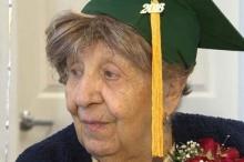 ซึ้ง! สานฝันคุณยายอายุ 100 ปี ด้วยวุฒิมัธยมศึกษาที่รอคอยทั้งชีวิต (คลิป)