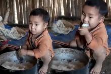 แชร์ให้ลูกหลานดู!!! สะเทือนใจ หนูน้อย ยากจน นั่งกินข้าว สุดเวทนา(มีคลิป)