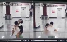 """เสื่อม!! """"คู่รัก"""" กอด - จูบ กลางสถานีรถไฟใต้ดิน แบบไม่แคร์สื่อ!!! (มีคลิป)"""