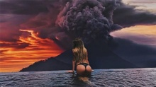 ชาวบ้านอพยพวุ่น ภูเขาไฟอินโดฯปะทุ แต่นักท่องเที่ยวขอเสี่ยงตาย หวังได้ภาพเซลฟี่สวยๆ