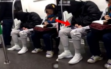 เจอผู้ชายหลับบนรถไฟฟ้า พอจ้องไปที่หน้าจอโทรศัพท์แทบไม่อยากเชื่อสายตา? ยังเหลือคนแบบนี้อยู่อีก!