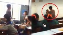 หืออ! ครู นักเรียน ต่อยกันกลางห้องเรียนลั่น อย่างนี้มองหน้า ก็ต่อยหล่ะซิ?