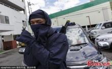 """ดาบก็มี ดาวกระจายก็มา! ญี่ปุ่นเปิดตัวแท็กซี่ """"นินจา"""" แถมบริการบอดี้การ์ด"""