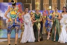 สง่างาม!!ชุดไทยสร้างสรรค์ มิสไทยแลนด์ยูนิเวิร์ส2016