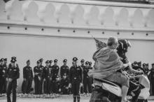 แห่กดไลค์ ภาพพระผู้ใหญ่ซ้อนจยยกู้ภัย. เพื่อไปร่วมพระราชพิธี