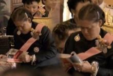 กระจ่าง เหตุใดชาวโซเซียลถึงแชร์ภาพนี้ของ สมเด็จพระเทพฯ ขณะรอในงานพระราชพิธี