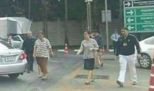เป็นบุญตา!!! พระเทพฯ องค์หญิงของชาวไทย เดินข้ามถนนร่วมกับประชาชน ไปขายของร้านภูฟ้า