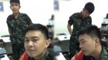 นึกว่านักร้องมาเอง!! 2 หนุ่มทหารโชว์เสียงสุดเพราะ สาวๆแห่กริ๊ดทั้งประเทศ (คลิป)