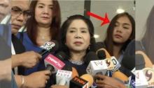 """""""คลิปข่าวหญิงไก่"""" พอเห็นนักข่าวคนนี้แทบสติหลุด ไม่ได้ฟังข่าวอีกเลย!"""