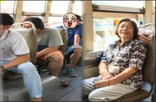 งงไปเลย!!! คนกรุงโหนรถเมล์อยู่ดีๆ พบหนุ่มหล่อระดับดาราดีกรีนายแพทย์ ควงแม่ใช้บริการ