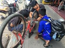 """ดังสนั่นโซเชียล!! """"น้องจ่อย""""ปั่นจักรยานกว่า 500 กิโลฯ ด้วยเงินติดตัวแค่ 300"""