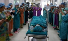 ซึ้ง! ภาพหมอ ร.พ.ยโสธร ขอขมากรรมสาวใจบุญ บริจาคอวัยวะ ช่วย4 ชีวิต อยู่รอด