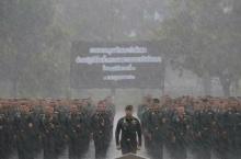 ให้ภาพเล่าเรื่อง!ทหารพระราชา ยืนตากฝนพิธีตรวจคุณลักษณะร่วมขบวนพระบรมศพฯ