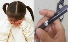 แม่เอะใจ! ลูกร้องไห้กลับบ้านทุกวัน แอบเอาปากกาอัดเสียงใส่กางเกงลูก เปิดฟังดูถึงรู้ความจริง!