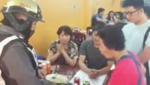 อีกแล้วเถียงกันแค่ 10 บาท!! นักท่องเที่ยวจีนเบี้ยวไม่ยอมจ่ายค่าอาหาร(คลิป)