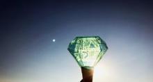 แฟนคลับหลายคนมองเห็นพระจันทร์เปลี่ยนเป็นสีฟ้าในเช้างานฝังศพของ จงฮยอน