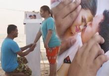 รักแท้ใช้ใจมากกว่าสายตา!!คู่รักตาบอดขอแต่งงานซึ้งริมทะเล(คลิป)