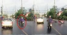 แชร์สนั่นคลิป คนข้ามถนนระวังรถ หรือรถระวังคนข้ามถนน