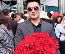 เอาอีกแล้ว!ฟลุค เดอะสตาร์ โผล่มอบดอกไม้ให้ ยิ่งลักษณ์ ก่อนโพสต์ ทำเอาชาวเน็ตเม้นท์รัวๆ