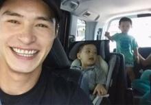 """""""ปีเตอร์"""" ทำหน้าที่พ่อขับรถรับ-ส่ง ลูกชาย เล่นตลกกล่อมลูกสุดที่รักคาดเบลท์"""